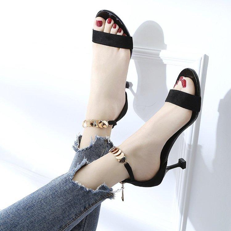 2018夏季新款韩版百搭女式网红露趾凉鞋一字扣细跟猫跟学生高跟鞋