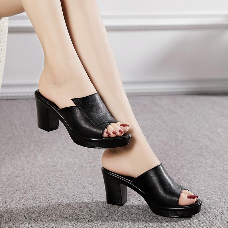 中年粗跟凉拖鞋女夏新款高跟时尚女式外穿真皮妈妈款鱼嘴一字拖鞋