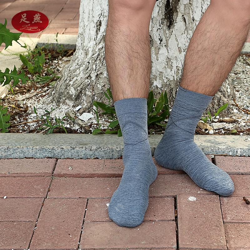 足ツバメの靴下の女性の足と靴下の薄いタイプの夏の足は靴下の足を裂きます。