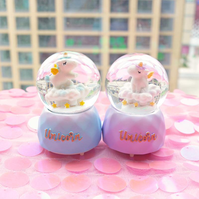 创意闪灯光树脂恋爱水晶球摆件带雪花可爱送女生闺蜜礼物生日礼品