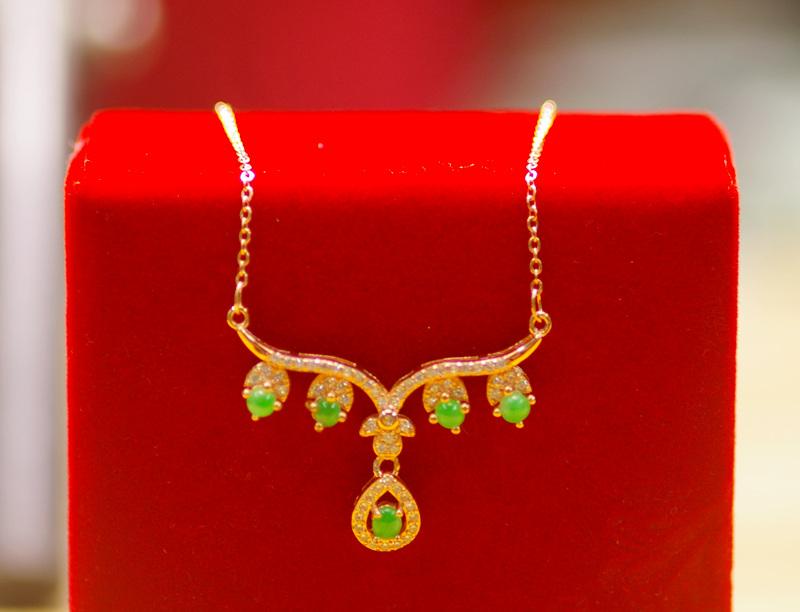 冰阳绿色天然翡翠锁骨链/项链短款 925银镀金色/晚装款现货一套