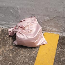 小白兔几定制李宣美同款韩国设计师刺绣缎面手提单肩包袋高级质感图片