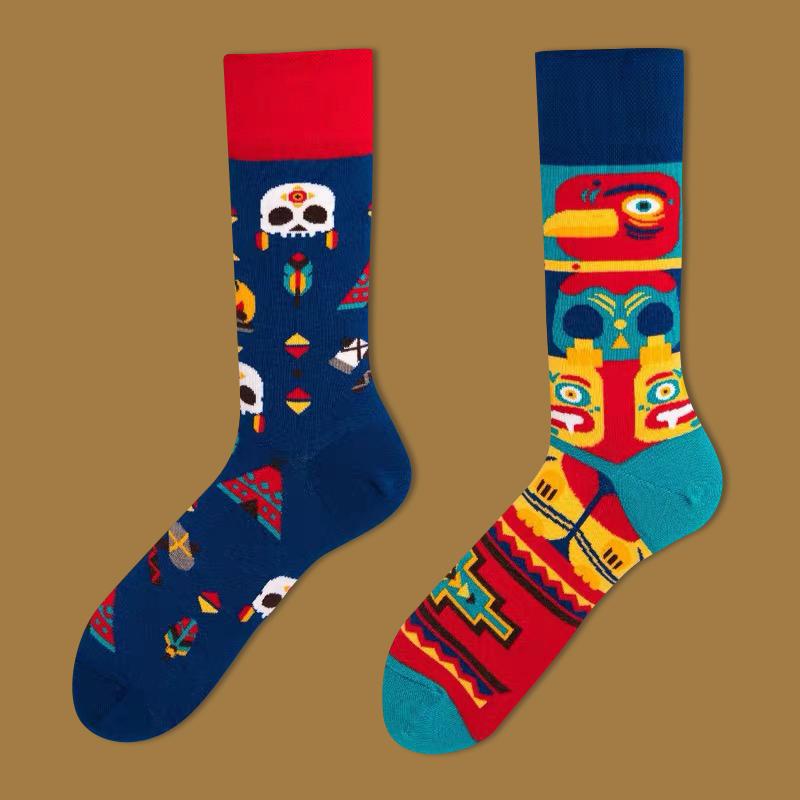 男女の中筒靴下AB非対称カップルの純綿の長い靴下の復古運動に満ちた四つのバッグを郵送します。
