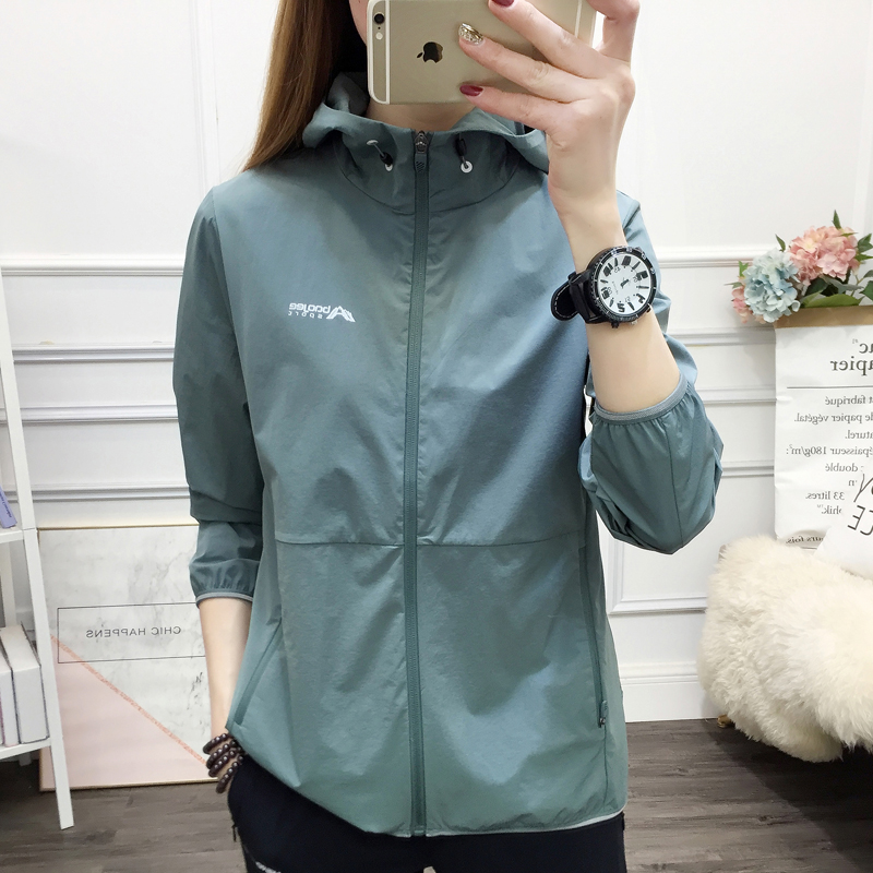 Outdoor windbreaker womens mountaineering and hiking in spring and summer folded into backpack style quick drying breathable sunscreen Sportswear Jacket