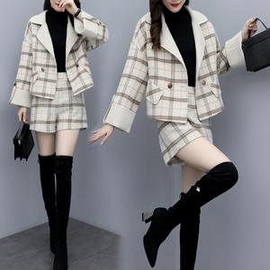 2019新款女装冬季宽松大码短款毛呢外套短裤两件套格子时尚套装潮