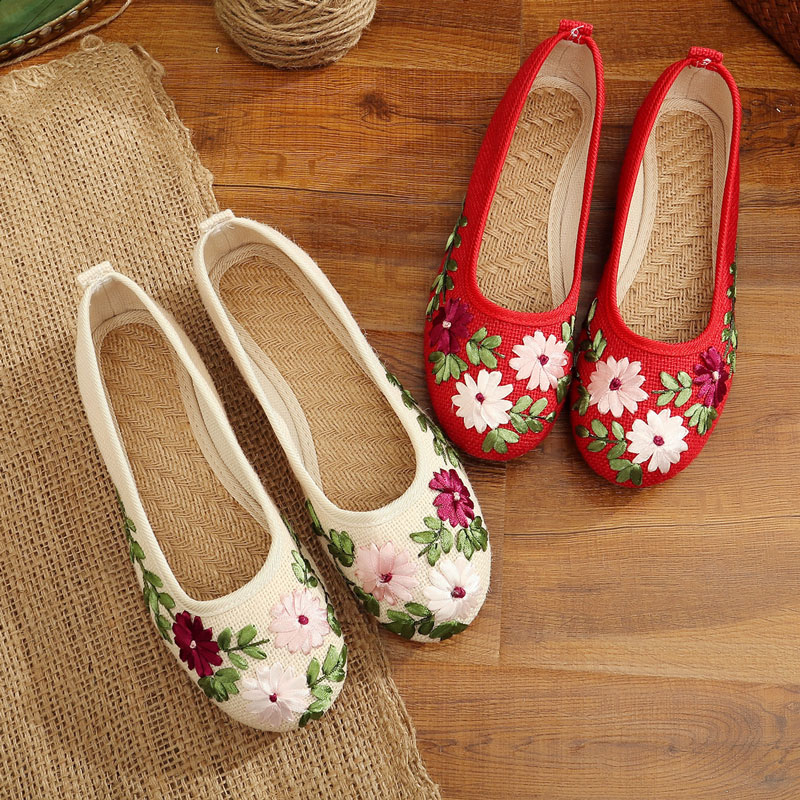 Parcel post old Beijing cloth shoes national style embroidered shoes flat bottomed lazy person pedaling mother flax large size single shoes woman