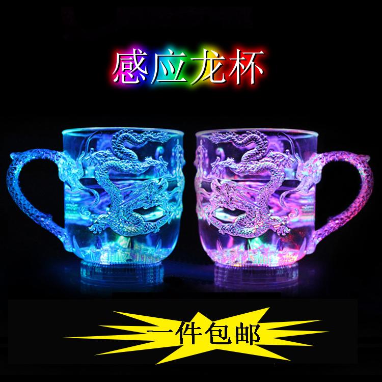 新奇特创意倒水感应发光礼闪光杯子