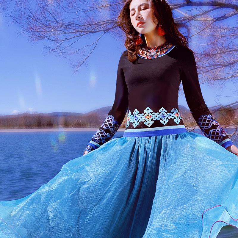 两人故事原创设计民族风女装T恤绣花上衣女修身显瘦年轻TX0392