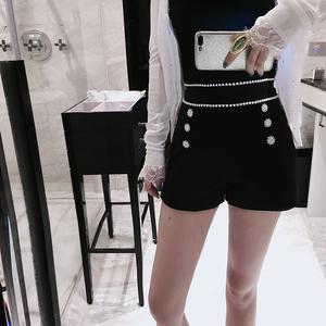 领5元券购买欧洲站2019夏季新款重工宫廷珍珠钻扣高腰显瘦外穿休闲短裤女9497