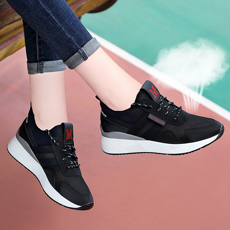 2021 Summer Black large mesh mesh breathable inner height sports shoes womens versatile soft sole comfortable travel shoes