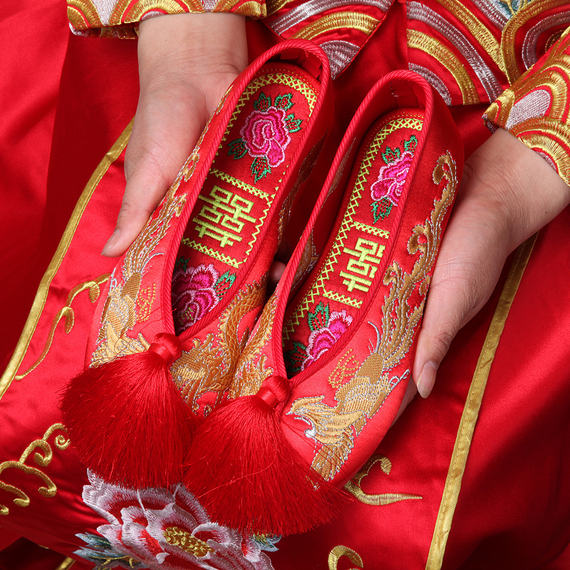 2020 new dragon and Phoenix show he wedding shoes bride flat bottom fringe wedding shoes with show he clothes Chinese embroidered cloth shoes