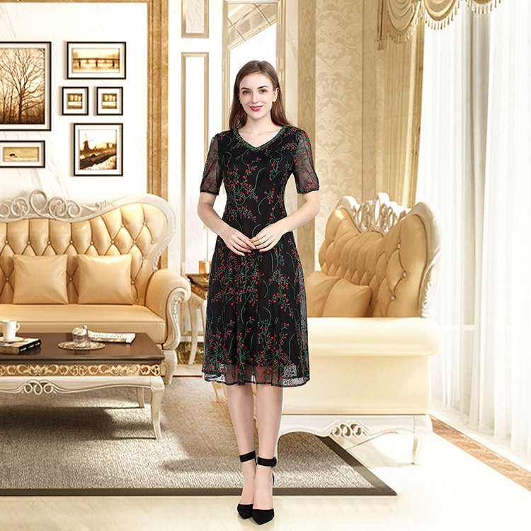 2020 new dress high-end fashion womens middle-aged mother decoration body skirt source factory hot promotion
