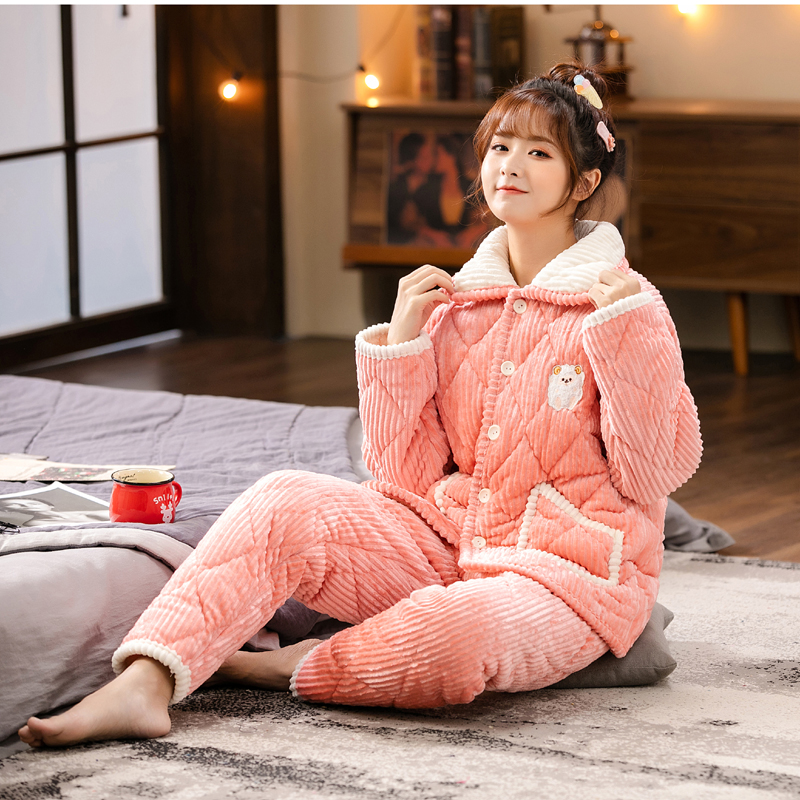 Womens winter pajamas are thickened with three layers of cotton flannel and warm coral velvet. Girls home clothes are large and can be worn outside