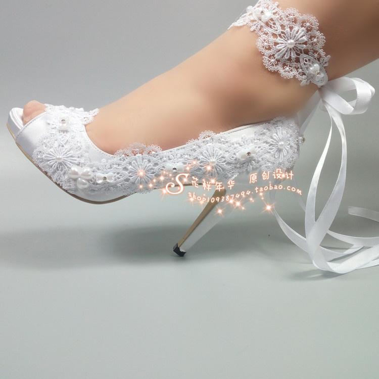 优雅鱼嘴白色珍珠蕾丝婚鞋高跟新娘水晶伴娘结婚拍照摄影绸缎腕带