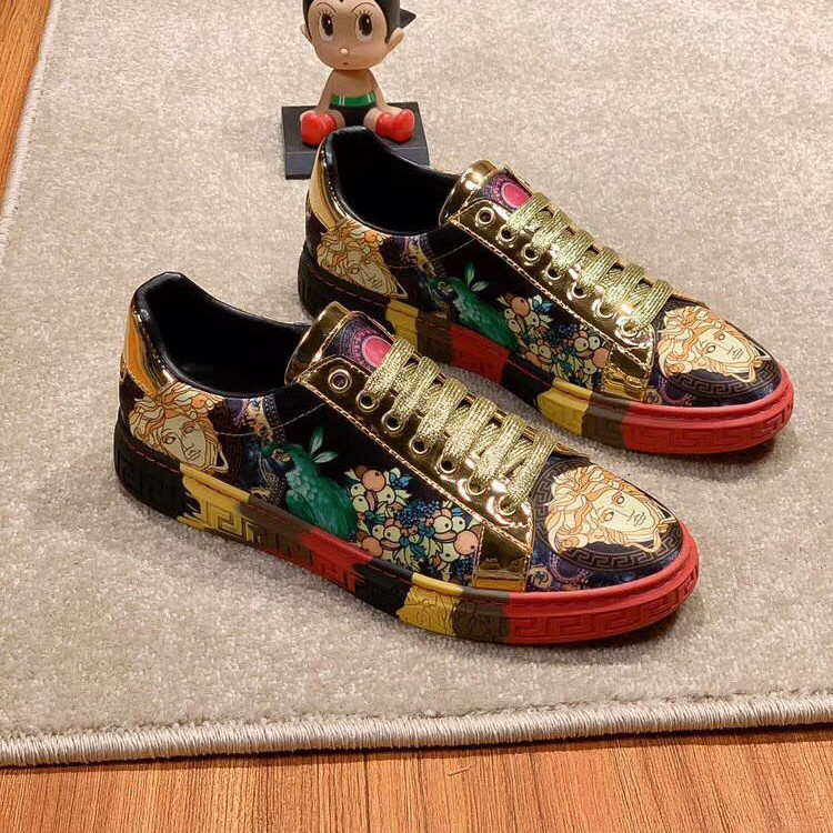Spring and autumn new graffiti printing fashion mens shoes social youth versatile casual shoes popular fashion low top lace up board shoes