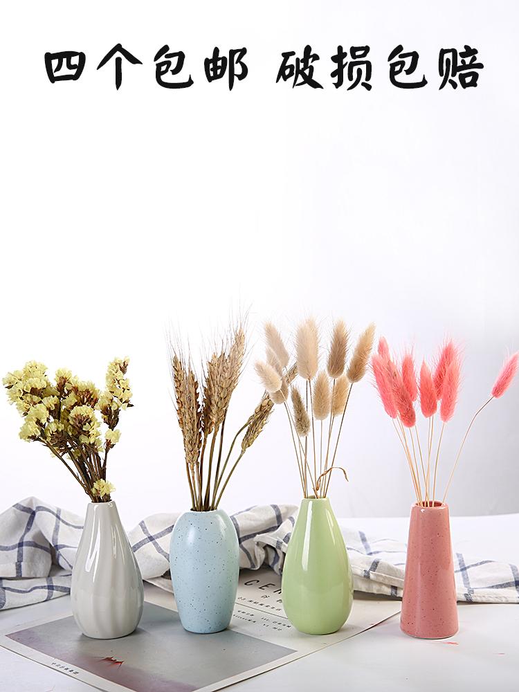 近代的でシンプルな陶磁器の小さい花瓶の水培花器の花飾りを飾ります。