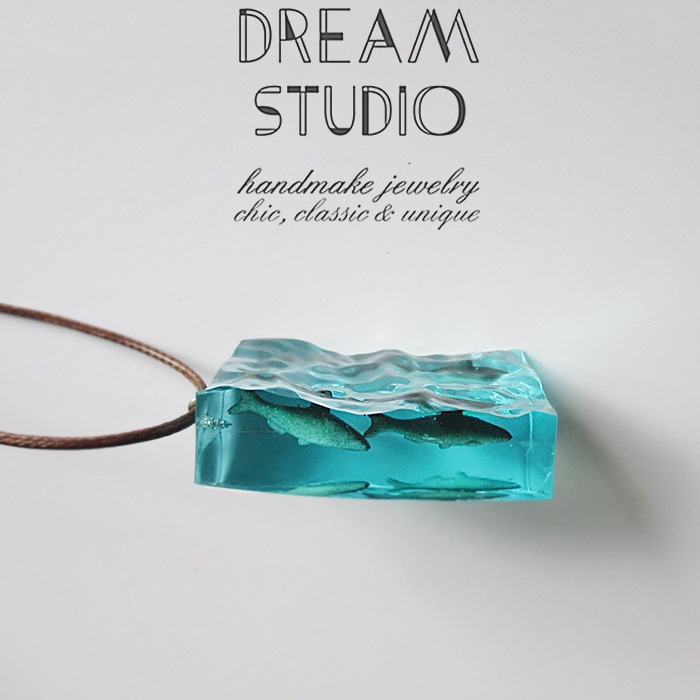 Original design of Dream Studio: innovative necklace and sweater chain for fish migration of resin marine life