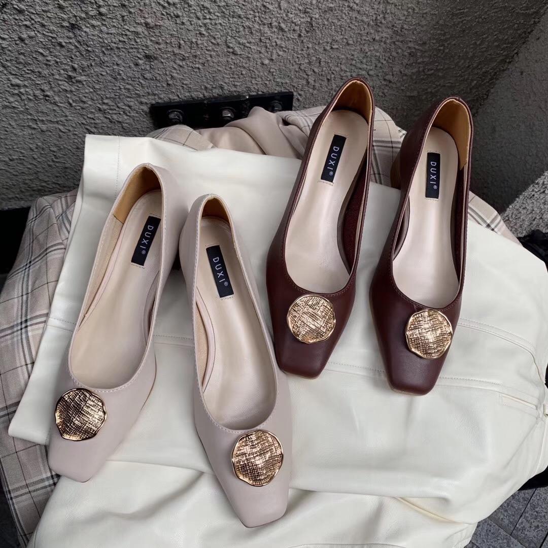2019秋季新款仙女风单鞋女复古中跟百搭浅口金属扣粗跟温柔奶奶鞋