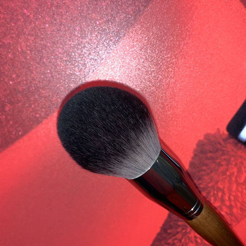 Super large bulky loose powder, brush, makeup, brush, soft brush, super soft foundation brush, no powder, red hair.
