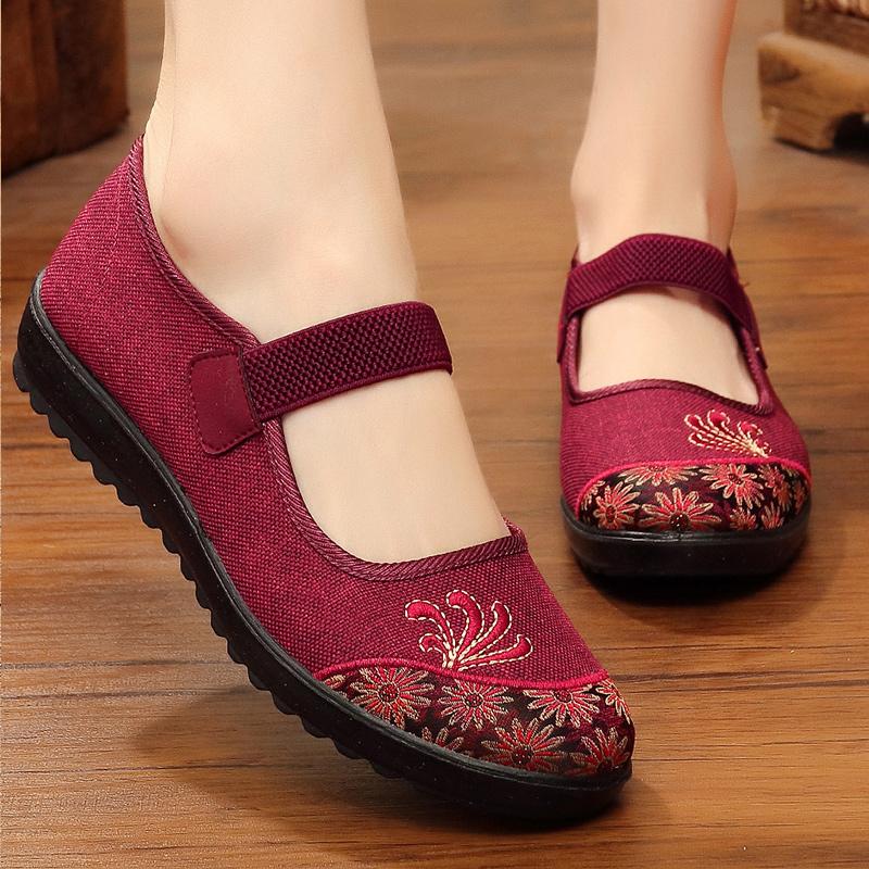 老北京布鞋旗舰店官方老太太绣花鞋女妈妈款红色中老年人闰月鞋子