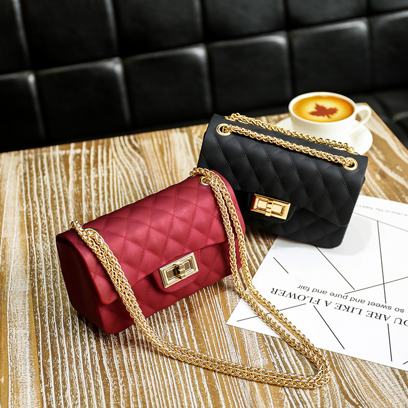 Bag female 2021 spring and summer new mini Messenger Bag Fashion Lingge chain bag frosted jelly bag small bag fashion