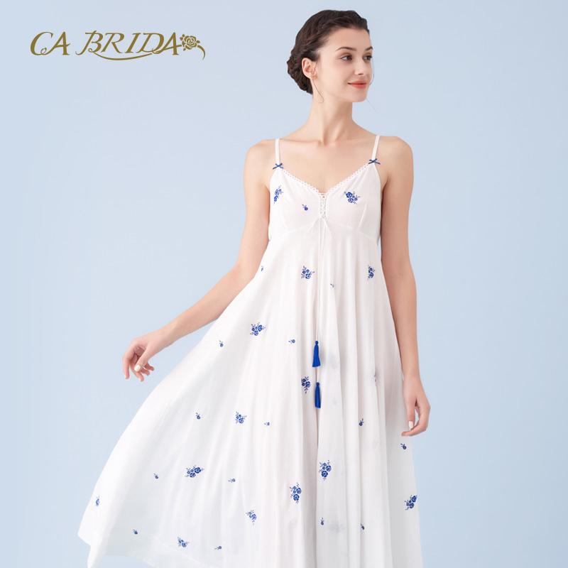 CA BRIDA/嘉德丽亚吊带睡裙无袖蓝花刺绣性感流苏V领CHS4B202C2,可领取300元天猫优惠券