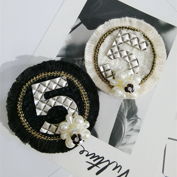 European and American fashion black and white raw pearl flower geometric ring Brooch trend accessories