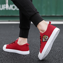 The new Korean version of the 2019 fashion summer tidal shoes breathable canvas shoes, men's shoes, red men's casual shoes