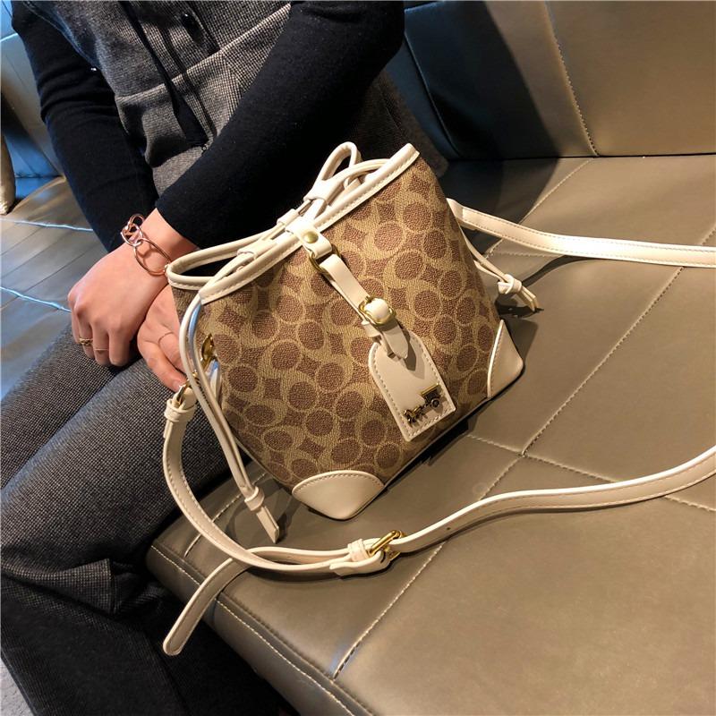 Hong Kong buys 2021 new style three-dimensional bag, single shoulder diagonal bag, large capacity bucket, bucket bag, Lolita bag