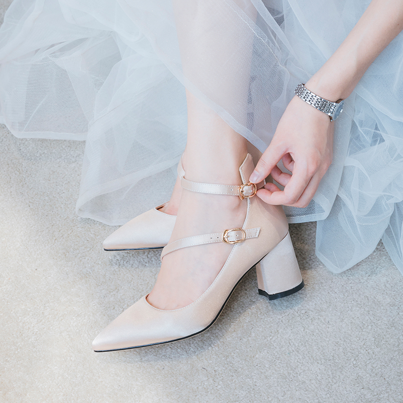 一字扣女2019新款粗跟香槟色新娘鞋168.00元包邮