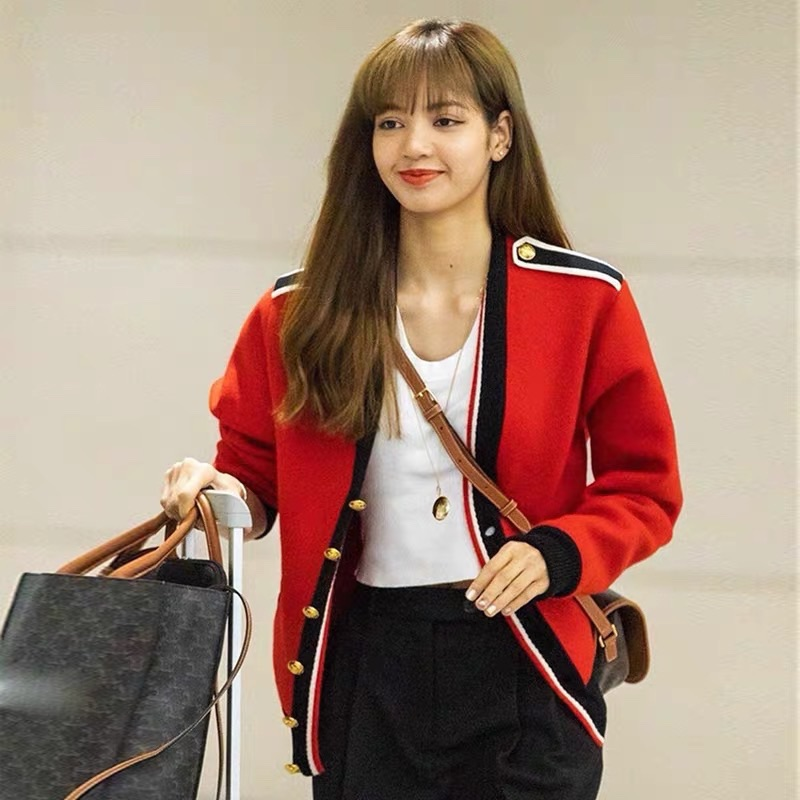 Lisas same red knitted cardigan womens Korean version is loose and lazy, short style and fashionable to wear sweater coat