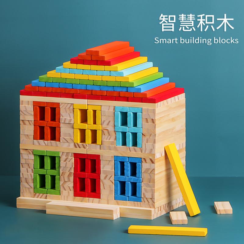 幼儿园建构区搭建房屋木头拼装玩具