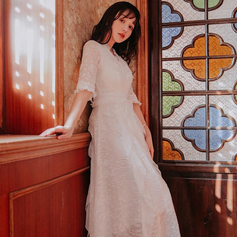 2019夏复古气质蕾丝仙女裙白色长裙很仙的法国小众连衣裙