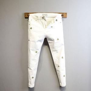原创设计满身彩色小蜜蜂刺绣修身白色牛仔裤 男 青年百搭小脚裤潮图片