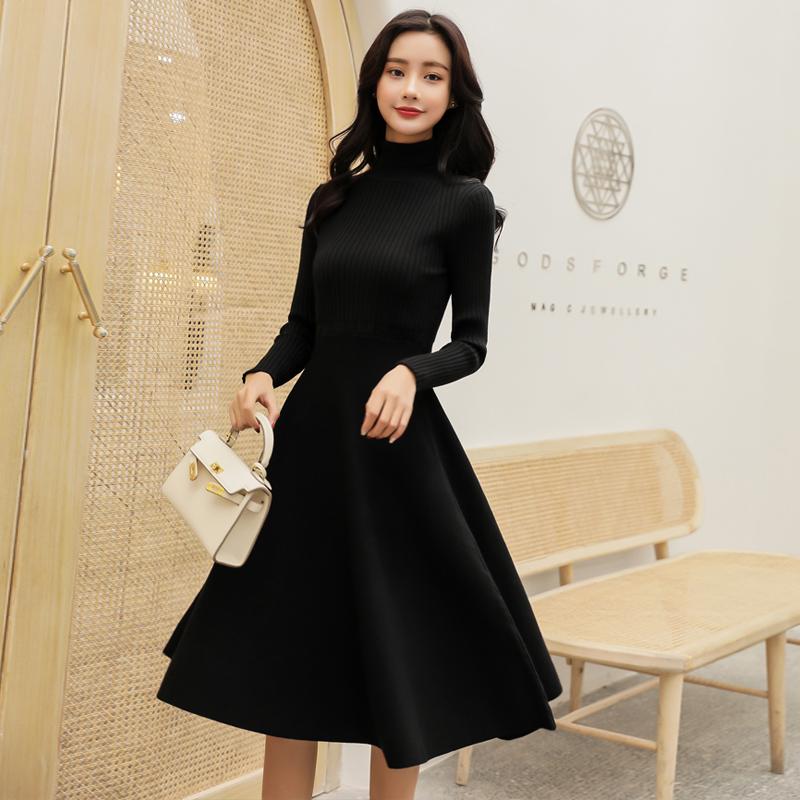 配大衣的长裙子秋冬针织连衣裙女收腰高领中长内搭打底毛衣小黑裙