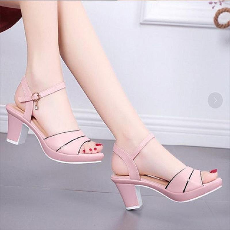 凉鞋女2021夏季新款女士高跟鞋百搭露趾一字扣带中跟粗跟鱼嘴鞋女
