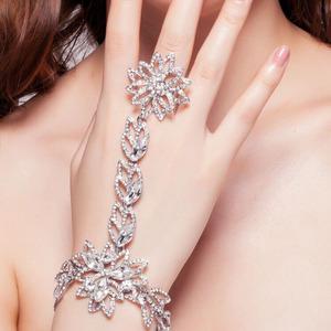 精美韩式新娘水钻花朵戒指手链结婚饰品舞台手饰银色连戒手链配饰