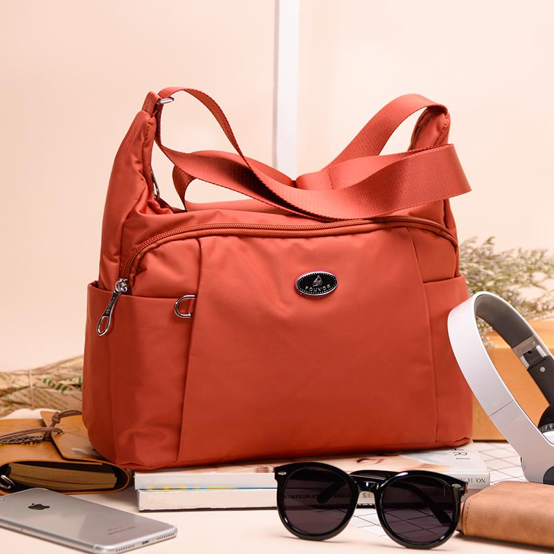 斜挎包女2021新款尼龙女包牛津布单肩包休闲帆布包大容量妈妈包包