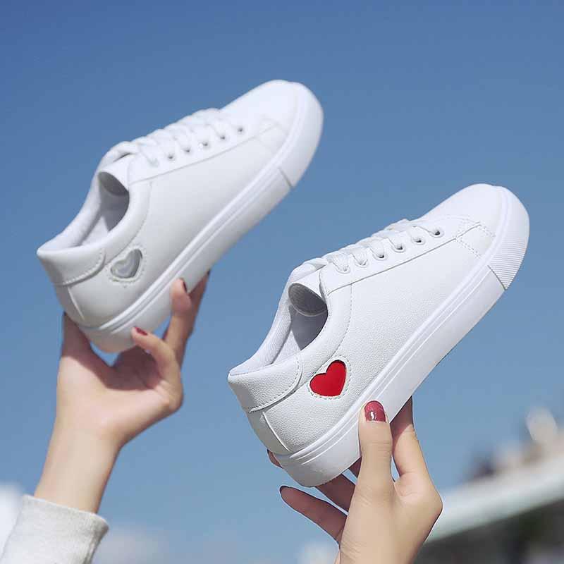 爱心小白鞋情侣款女平底系带圆头乐福鞋运动鞋学生休闲百搭显脚小