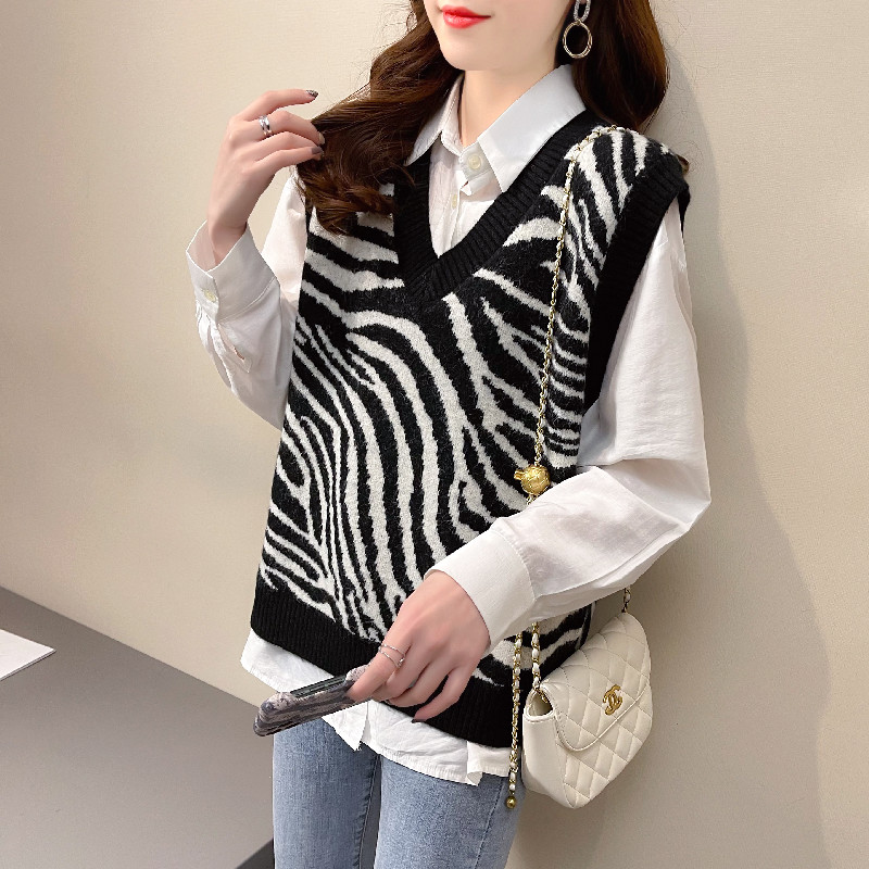 2021 new V-neck knitted vest for womens spring wear Korean loose sweater vest with stripes