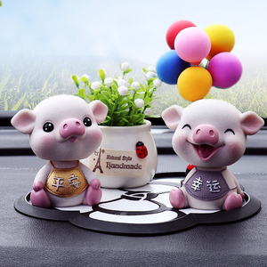 汽车内饰品摆件创意摇头小猪出入保平安个性可爱男女高档车载漂亮