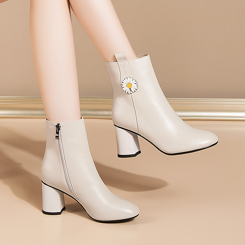 Leather White high-heeled white-collar womens short boots autumn and winter 2020 new thick heel round head leather boots womens small daisy womens shoes