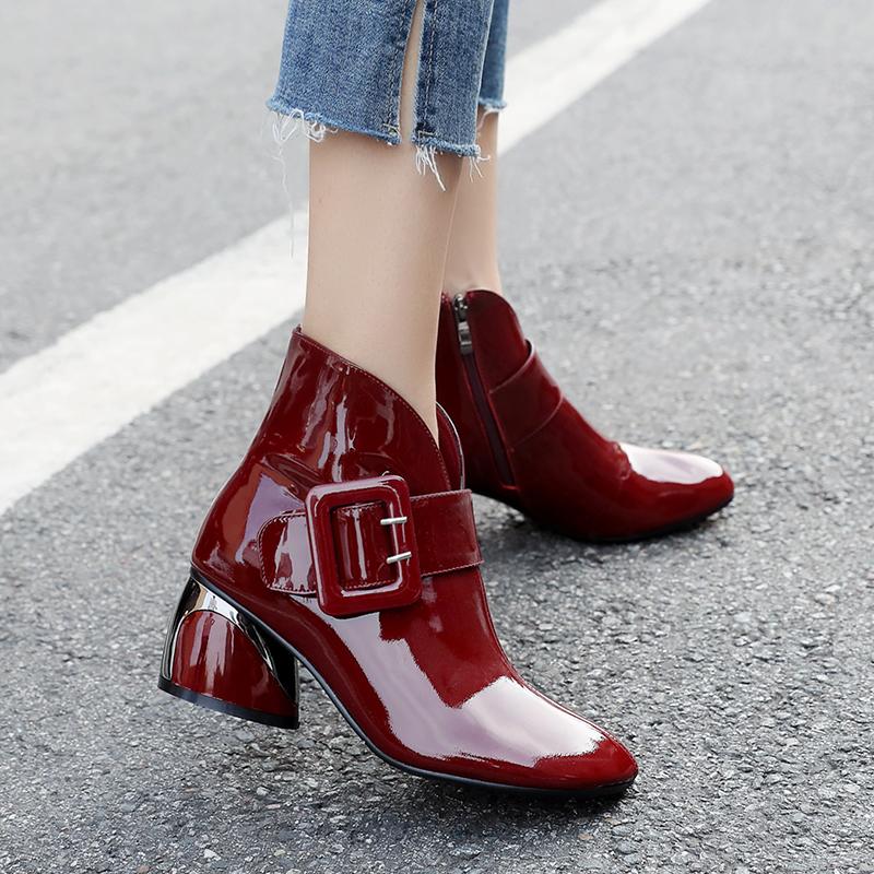 漆皮短靴女中跟皮带扣低筒靴酒红色大码粗跟女士真皮妈妈靴子女鞋