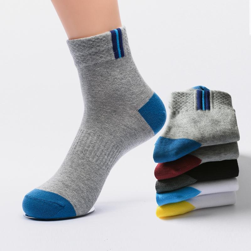 5足の男の人の綿の靴下の中で1本の運動靴下の男の人の靴下のファッション的なストライプのランニングの靴下は空気を通して臭い足がしません。