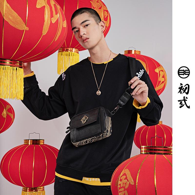 初�q狮子头 中国风潮牌单肩包休闲斜挎包男士嘻哈街头小背包42175
