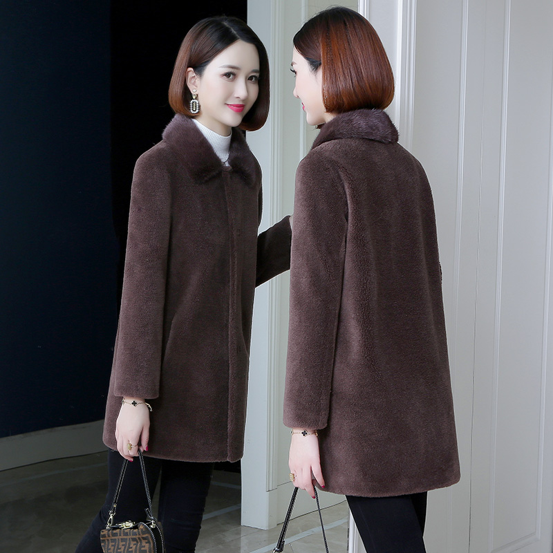 Sheep shearing coat women 2020 new winter middle-aged mother mink fur particle fur one lamb wool coat