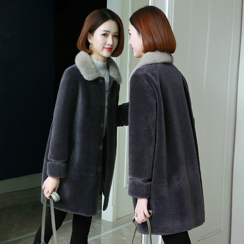 Women's fleece cutting coat 2020 new granular lambskin coat Haining fur mink fur one piece coat winter