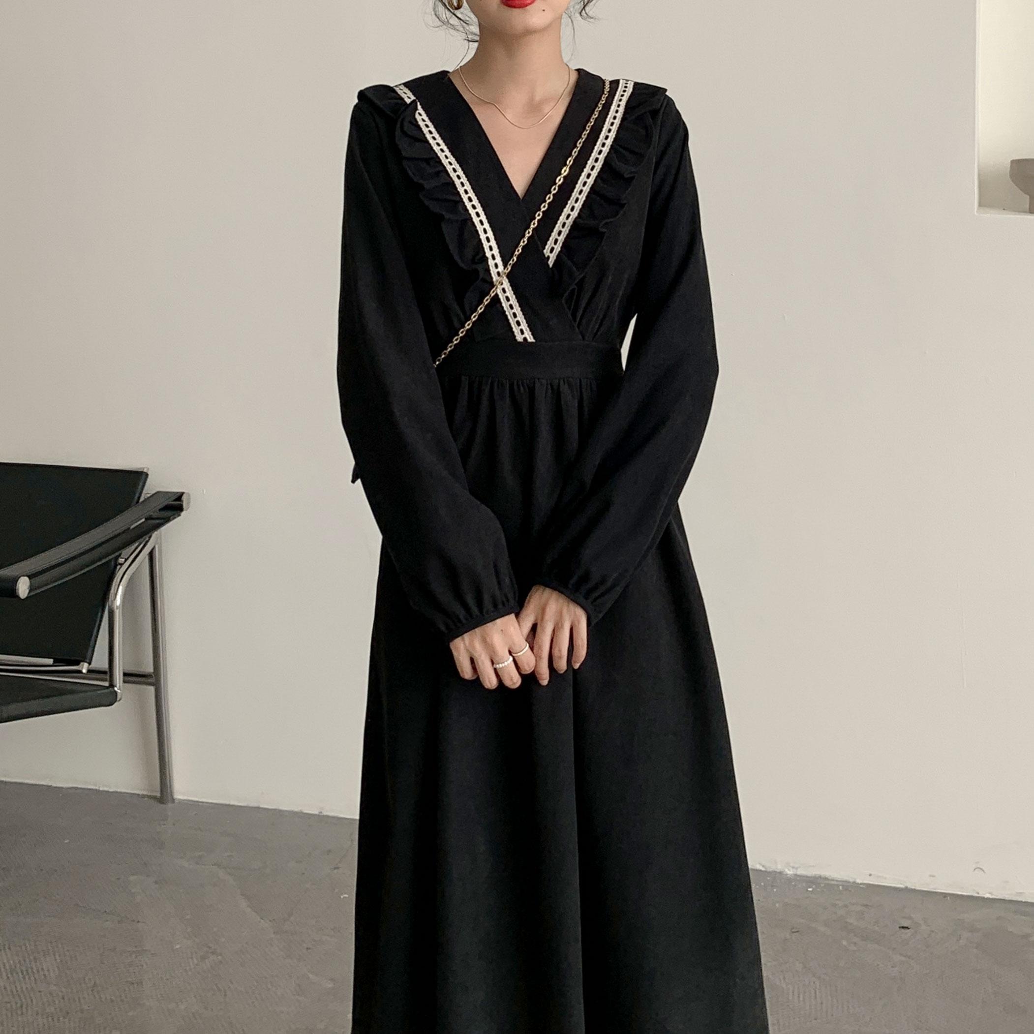秋冬法式灯芯绒黑色收腰显瘦赫本风小黑裙打底内搭气质连衣裙子女