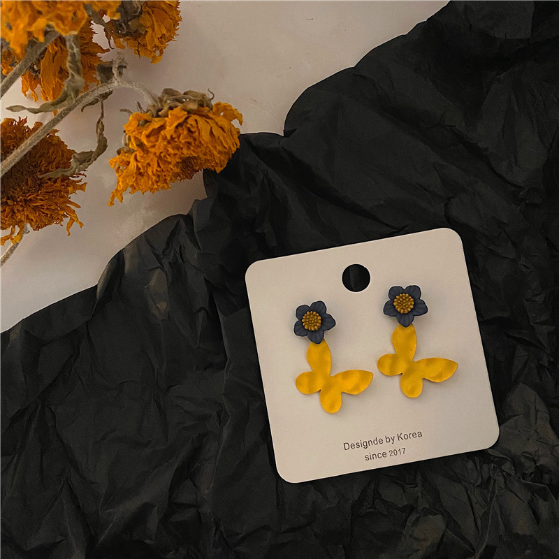 Cute color contrast Butterfly Earrings spray leather material is very texture
