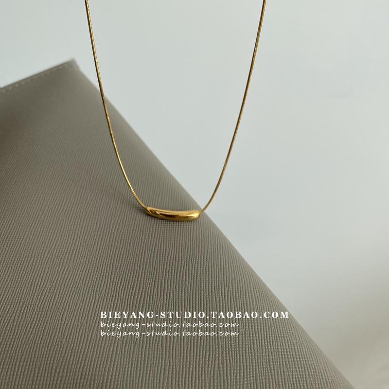 别样极简ins百搭小众设计小茄子吊坠几何弯管钛钢镀金chic项链K75